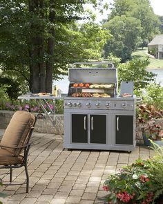 Make sure you are maintaining your grill properly. Click through for tips on routine maintenance.