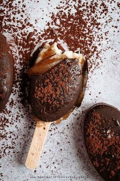 If you're looking for a magnum ice cream bars recipe then this is perfec: healthy, vegan AND refined sugar free! Healthy Ice Cream, Vegan Ice Cream, Best Dessert Recipes, Sweet Recipes, Magnum Ice Cream Bars, Magnum Paleta, Pop Sicle, Icecream Bar, Frozen Desserts