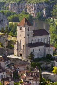 Saint-Cirq-Lapopie in the Lot Valley Midi-Pyrenees France. Places Around The World, Oh The Places You'll Go, Places To Travel, Great Places, Beautiful Places, Places To Visit, Around The Worlds, Sainte Juliette, Beaux Villages