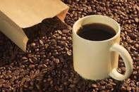 Cafe y con los granos de cafe
