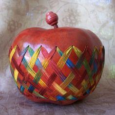 Caja de calabaza manzana roja mediana había por VestedInterest