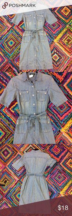 RALPH LAUREN Jean Denim Dress Size XS Lauren Jeans Company by Ralph Lauren Dress.  Size XS.  Button down.  Short sleeves that can be cuffed.  Light blue jean/denim.  4 front pockets.  Tie belt. Lauren Ralph Lauren Dresses