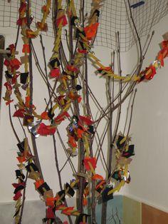 čertí strom s řetězy