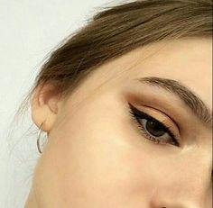 Perfect eyeliner - Eye Makeup tips Skin Makeup, Eyeshadow Makeup, Beauty Makeup, Hair Beauty, Eyeshadow Palette, Shimmer Eyeshadow, Neutral Eyeshadow, Glitter Makeup, Eyeliner Hacks