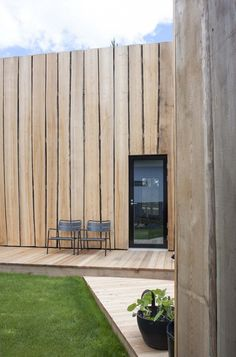 Waney-edge cladding at rear. (deko design / maja house for suomi housing fair) House Cladding, Timber Cladding, Exterior Cladding, Timber Architecture, Architecture Details, Chinese Architecture, Architecture Office, Futuristic Architecture, Wooden Facade