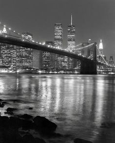 Night View of Brooklyn Bridge and Manhattan Skyline Impressão artística