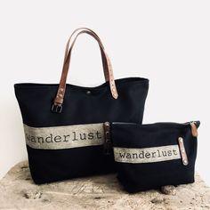 Wanderlust (sac & pochette) www.sobenstore.com Denim Tote Bags, Diy Handbag, Change Purse, Canvas Leather, Shopper Bag, Fabric Bags, Cloth Bags, Diy Bags, Bag Making