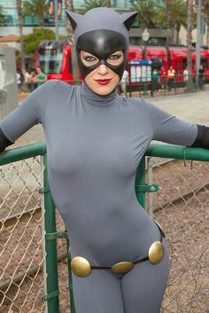 Character: Catwoman / From: DC Comics & DCAU's 'Batman: The Animated Series' / Cosplayer: Adrian Curry