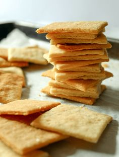 These keto butter crackers are the perfect canvas for your favorite dips, spreads and toppings. They are buttery and super flaky plus they come together in a snap with only 4 ingredients! Keto Desserts, Keto Snacks, Healthy Snacks, Snack Recipes, Keto Foods, Recipes Dinner, Low Carb Keto, Lchf, Low Carb