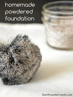 All-natural, easy homemade powdered foundation that is better than any store-bought makeup I've ever tried, plus you probably already have the ingredients!