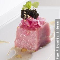 Cubo di carne di vitella di Boves, caviale, salsa all'ostrica, gremolada e cipolla rossa marinata - Chef Antonino Cannavacciuolo