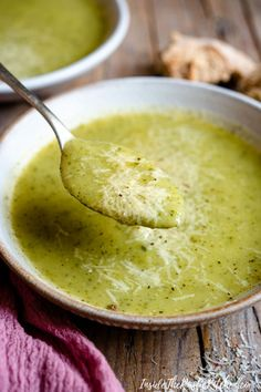 Creamy Italian Potato & Zucchini Soup : Super delicious Zucchini Soup that cream and healthy (made without cream). Easy to make and can be made ahead of time and frozen. Chicken Soup Recipes, Healthy Soup Recipes, Veggie Recipes, Vegetarian Recipes, Dinner Recipes, Cooking Recipes, Vegetarian Barbecue, Vegetarian Cooking, Chicken Soups