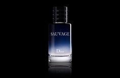 Photographie packshot sur fond noir du flacon de parfum Eau sauvage de Dior. Dior, Vodka Bottle, Perfume Bottles, Marketing, Drinks, Perfume Ad, Black Backgrounds, Photography, Drinking