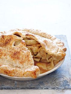 Nancy Fuller's Double Apple Pie Makes: One pie ½ cup plus 1 tbsp. granulated sugar, divided ¼ cup packed… The Food Network star shares a family favorite recipe for apple pie Apple Recipes Easy, Top Recipes, Chef Recipes, Food Network Recipes, Baking Recipes, Great Recipes, Favorite Recipes, Fall Recipes, Double Apple