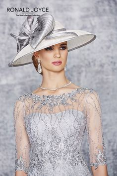 Wedding dresses and bridal gowns Mother Of The Bride Fashion, Mother Of The Bride Hats, Mother Of Bride Outfits, Mother Of Groom Dresses, Mom Dress, Lace Dress, Designer Wedding Dresses, Bridal Dresses, Party Dresses