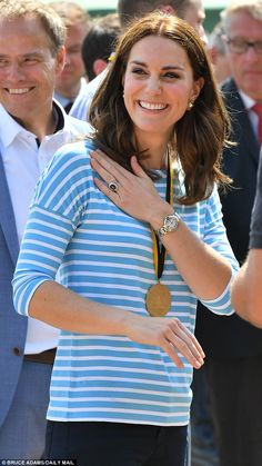 While out on public engagements Kate will make the effort to avert her gaze from the camera... #katemiddleton #royals