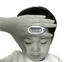 THERMOMETER HAND - Some inventions are so nice, I wonder why it took so long to be created?! As this sensational concept thermometer that long ago should exist. Totally intuitive, it uses the motion that every parent is to see if the child is feverish hand leads to the child's forehead. Just wait for the beep and look at the big LCD display temperature checked.