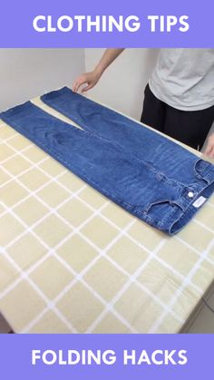 folding clothes How to file fold clothes to save space. How to fold clothes konmari method. Simple Life Hacks, Useful Life Hacks, How To Fold Jeans, Diy Kleidung Upcycling, Folding Jeans, Diy Clothes And Shoes, Fold Clothes, Everyday Hacks, Home Organization Hacks