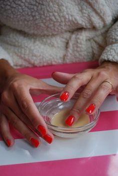 Gesichtsmaske : 1Tbs Backpulver und 1 1/4 Esslöffel Honig. Mischen Sie in kleinen Behälter mit Deckel (so können Sie zusätzliche für später in der Woche). Auf Gesicht und 30 Minuten verlassen. Es kann etwas tropfen,  ein Waschlappen  in der Nähe halten .