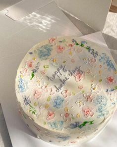 Pretty Birthday Cakes, Pretty Cakes, Beautiful Cakes, 20 Birthday Cake, Amazing Cakes, Mini Cakes, Cupcake Cakes, Simple Cake Designs, Korean Cake