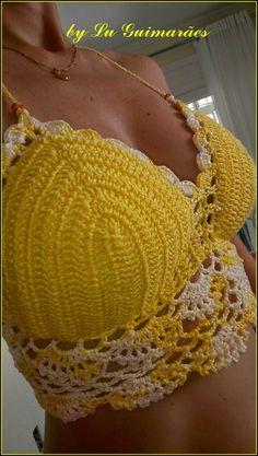 Top Cropped de crochê, frente única e tiras para ajustar nas costas. Peça feita com linha.Pode ser feito nos tamanhos P, M ou G e em qualquer cor: consulte Pode ser feito sem bojo e sem contas(miçangas) R$ 115,00
