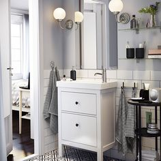 Find the sink to fit your style and space, with extra cabinets for added storage! Link in profile to shop!