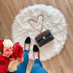 Happy tuesday everyone! I just wanted to say thank you for all your love all the time 💕🙏 . . . . . . . . . . . #happytuesday #lvvictoire #lvvictoiremonogram #louisvuitton #lvbag #lvhandbag #lvgirl #lvgirls #goldchains #lvgoldhardware #louisvuittoncommunity #lvcommunity #lvfam #lvfamily #lvcrossbody #lvshoulderbag #tuesdaygirl #tuesdayoutfit #ootd #bagoftheday #bagoftuesday #tuesdaybag #monogram #lvmono #lvmonogram #victoire #victoirebag #lvvictoirebag #louisvuittonbags #louisvuittonaddict