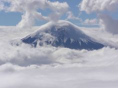 Volcán Cotopaxi (Ecuador) Con 5.897 metros sobre el nivel del mar, el Cotopaxi es uno de los volcanes más altos del mundo.