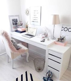 31 White Home Office Ideas To Make Your Life Easier; home office idea;Home Office Organization Tips; chic home office. Source by liatsybeauty Cozy Home Office, Home Office Space, Home Office Design, Home Office Decor, Office Designs, Interior Office, Office Spaces, Pink Office Decor, Home Office Bedroom