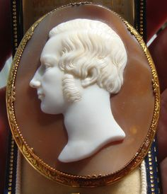 Antique Shell Cameo 15ct Gold Brooch of a Young Man by Tommaso Saulini
