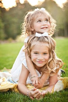 adorable sibling pose idea for family photos