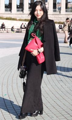 Love the oversized red clutch - Seoul Fashion Week Street Style