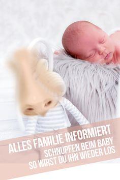 BABY SCHNUPFEN BEHANDELN – Kaum auf dieser Welt, geht es bei vielen Babys schon los – die erste Erkältung. Vor allem Geschwisterkinder sind den Viren und Bakterien häufig bereits von Anfang an ausgesetzt. Das Immunsystem von Säuglingen muss sich jedoch erst ausbilden. Bis zu 6-8 Infekte pro Jahr sind auch im Säuglingsalter keine Seltenheit. #Baby #Schnupfen #Babyschnupfen #Tipp #Hilfe Babys, Immune System, First Aid, World, Babies, Baby, Infants, Baby Baby, Human Babies