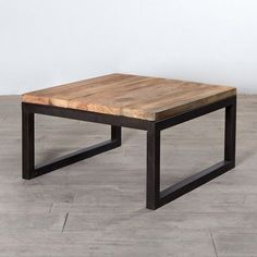 Weathered Iron & Reclaimed Wood Coffee Table #palletcoffeetables