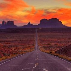 Monument Valley, Arizona and Utah, USA - Beautiful Places to Visit Amazing Places On Earth, Beautiful Places To Visit, Oh The Places You'll Go, Beautiful World, Beautiful Images, Nevada, Monument Valley, New Mexico, Photo Usa