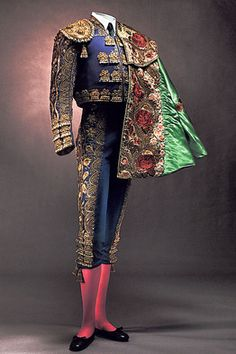 The spanish matador costume is also known as the trade de luces. Description from pinterest & Spanish village votes to preserve bull fighting - over and above ...