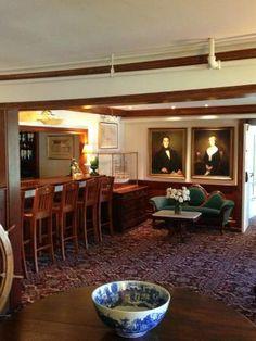 Captain Linnell House Foyer and Bar area