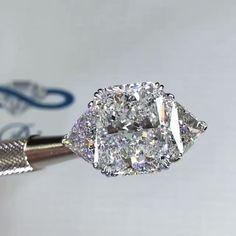 3 Stone Diamond Ring, Beautiful Diamond Rings, Diamond Girl, Beautiful Engagement Rings, Engagement Ring Cuts, Jewelry Rings, Jewelery, Wedding Jewelry, Wedding Rings
