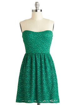 Glittering Emerald Dress  This is such a cute dress to where to a Christmas party.