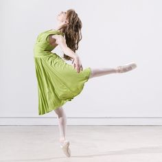 Dancer in Green II by HowNowVihao on DeviantArt. #Ballet_beautie #sur_les_pointes *Ballet_beautie, sur les pointes !*