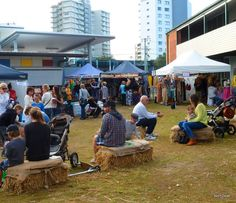 Burleigh Heads Farmers Markets - country feel in a beach suburb. Just how I love doing the weekly shop!