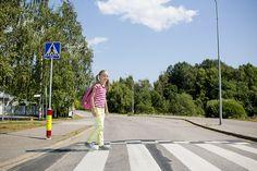 Liikenneturvan sivuilta opettaja voi ladata jalankulkijan, pyöräilijän ja minä liikenteessä- kortit eri-ikäisille liikenteessäliikkujille.   #liikenneviikko