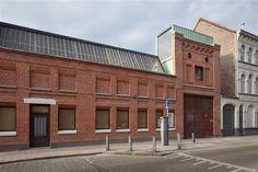 casa container dentro de uma fábrica (26)