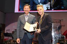 Jang Geun Suk Receives Appreciation Plaque From Korean Tourism Organization