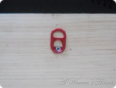 Use a pop can pull tab to hang picture frames....ingenious!!