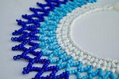 IRIS azul blanco y azul del espectro con cuentas Collar Bead Jewellery, Collar, Jewelry Ideas, Iris, Etsy, Beads, Blue Nails, White People, Handmade Gifts