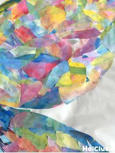 紙と絵の具を用意したら、世界に1枚だけの色紙を作ってみよう!そこからどんなイメージが生まれるかな?自由に切ったり貼ったりして、貼り絵遊びを楽しもう!