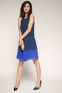 Esprit / flowing chiffon dress with a pleated skirt