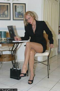 Long Legs Stockings Heels, Nylons Heels, Pantyhose Legs, Old Women, Sexy Women, Ageless Beauty, Nice Legs, Perfect Legs, Legs