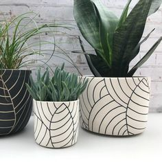 MADE TO ORDER - large ceramic planter - all white with black leaves planter - modern ceramics - minimalist - large pottery planter - leaf carved large ceramic planter – ceramic container – utensil holder – wheel thrown planter - Painted Plant Pots, Painted Flower Pots, House Plants Decor, Plant Decor, Large Ceramic Planters, Ceramic Pots, Decoration Plante, Ceramic Flowers, Modern Ceramics